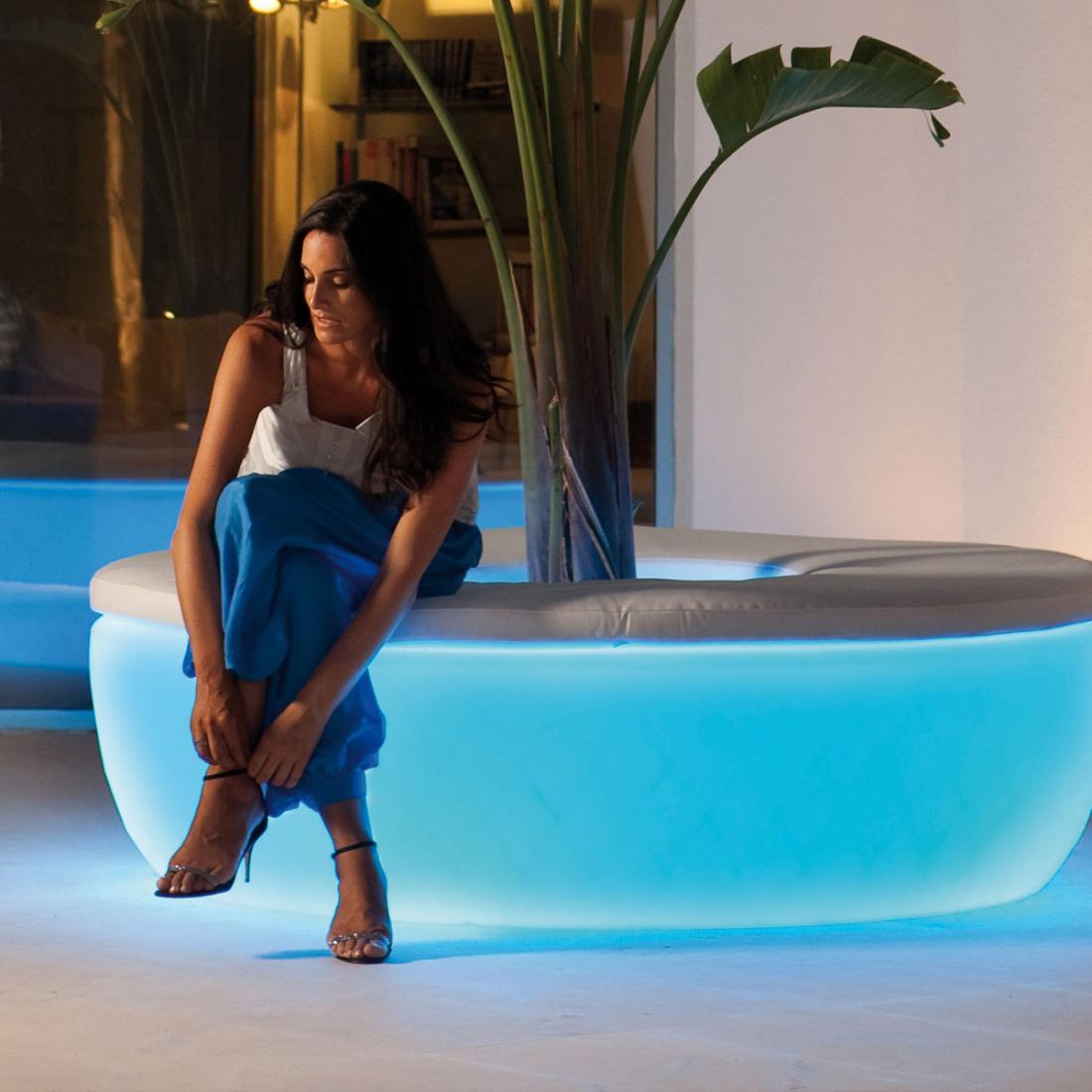 Le mobilier lumineux pour illuminer la d co d co maison - Mobilier jardin lumineux ...