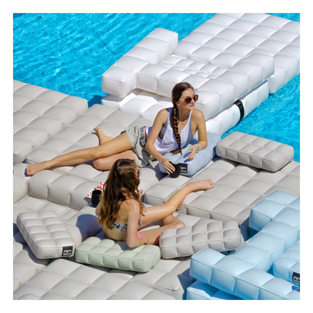 Jeux de piscine pour un t fun deco maison design for Mobilier de piscine design