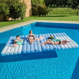 Indispensables de l'été matelas gonflable pour piscine - Zendart Design