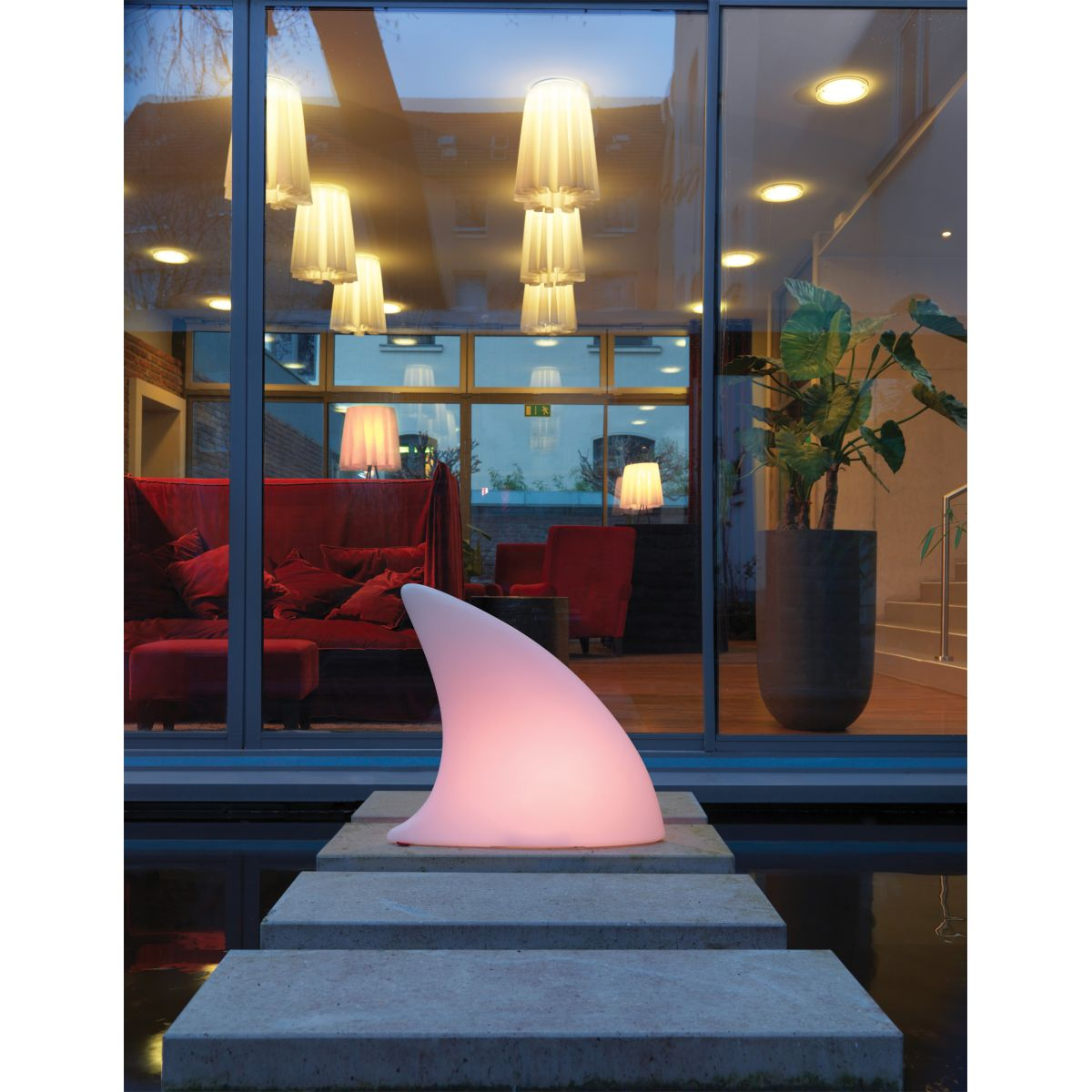 Lampe led rgb exterieure shark moree deco maison design for Lampe led exterieure